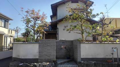 剪定後の空き家