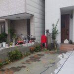 自宅の殺風景な植え込みに、5種類の植栽をした事例 作業後