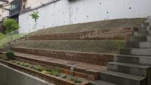 作業後の斜面の庭